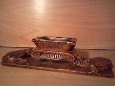 ancien cendrier en bois sculpté monoxyle crocodile Egypte, début XX ème