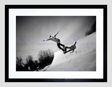 Photo sport skateboarding skater rampe jump air noir blanc encadrée imprimer B12X8425