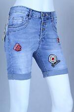 Lexxury Damen Jeans Hose Kurz Shorts Patches Knöpfe Bermuda Boyfriend Panty Blau