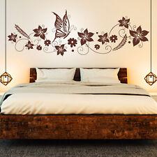 Wandtattoo Blumen Ranke & Schmetterlinge | Floral Schlafzimmer Deko Idee Bild