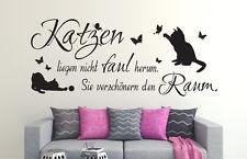 Wandspruch: Katzen liegen nicht faul herum.. Wohnzimmer Wandaufkleber WandTattoo