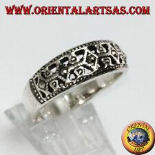 Anello in argento 925 a fascia con marcasite nei rombi