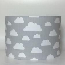 infantil cuarto del Bebé Blanco Nubes En Gris Tela Pantalla de lámpara techo o
