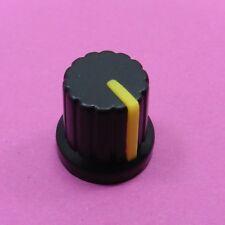 Perilla potenciómetro Agujero Eje 6 mm 15 X 15 mm amarillo plástico a presión en la tapa de volumen