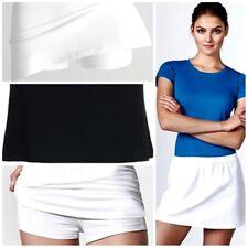 Falda pantalón con cinturilla elástica, tejido confortable y agradable al tacto.