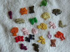 Boutons Assortis Nouveauté-thèmes-Animal, jardin, fleurs dans des sacs 25gm.