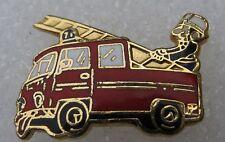 Pin's Camion Sapeurs Pompiers avec echelle BALLARD