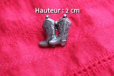 Insigne mode pin's représentant une paire de bottes de cowboy (hauteur:1.7)