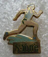 Pin's Boisson Eau Petillante St-YORRE Sport un coureur Marche  #593