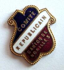 """Ancien insigne militaire plaque émaillée """" COMITE REPUBLICAIN """", 21 x 17 mm."""